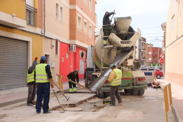 Comienzan las obras de plataforma única en la calle Parricas y renovación de redes de agua y saneamiento en la avenida España, Foto 1
