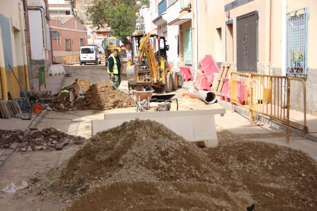 Comienzan las obras de plataforma única en la calle Parricas y renovación de redes de agua y saneamiento en la avenida España, Foto 2