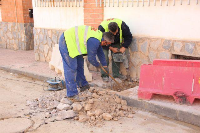 Comienzan las obras de plataforma única en la calle Parricas y renovación de redes de agua y saneamiento en la avenida España, Foto 8