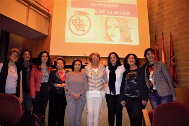La Asociación de Amas de Casa de Cartagena entregó ayer a tres profesionales de la enseñanza sus IX premios Día de la Mujer - 2, Foto 2