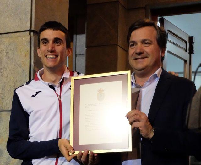 Fuente Álamo se vuelca con su atleta Mariano García - 1, Foto 1