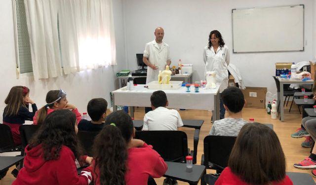 Los niños de Campos del Río aprenden divirtiéndose 'Jugando con la química' - 3, Foto 3