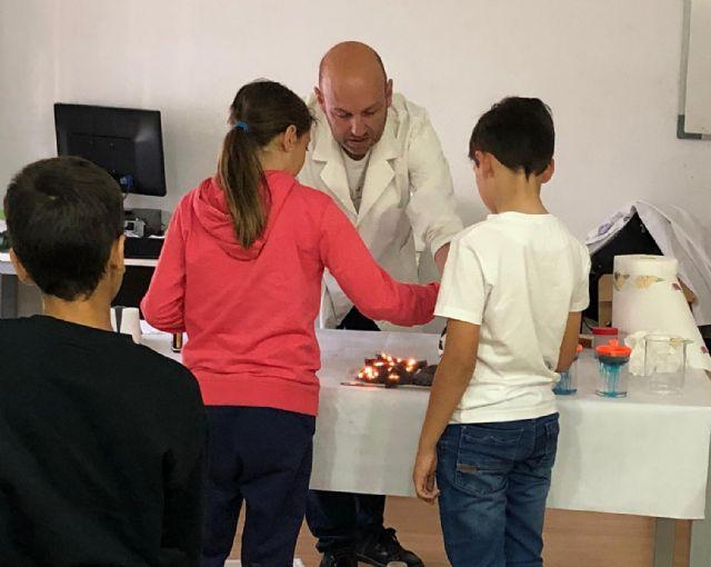 Los niños de Campos del Río aprenden divirtiéndose 'Jugando con la química' - 4, Foto 4