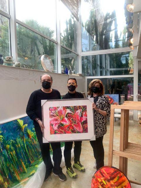 MUHER dona un cuadro a D´Genes, que se destinará a una exposición solidaria y benéfica de pintura para el mantenimiento del centro Cristina Arcas Valero de Lorca y los servicios que la asociación presta, Foto 2