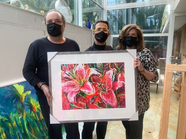 MUHER dona un cuadro a D´Genes, que se destinará a una exposición solidaria y benéfica de pintura para el mantenimiento del centro Cristina Arcas Valero de Lorca y los servicios que la asociación presta, Foto 1
