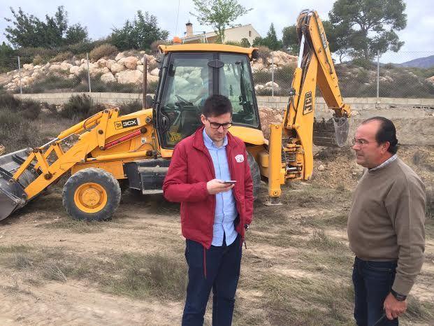 Limpian varias parcelas de propiedad municipal en la urbanización La Charca, Foto 4