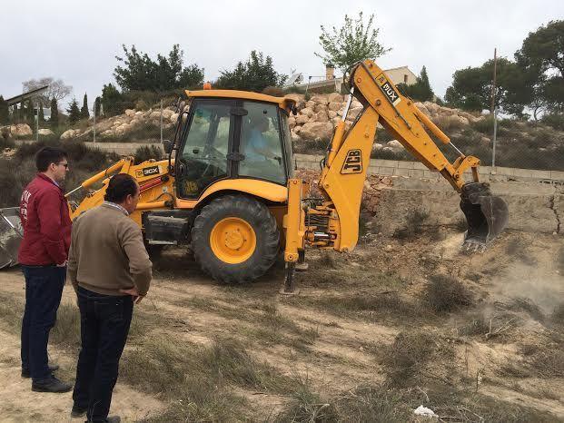 Limpian varias parcelas de propiedad municipal en la urbanización La Charca, Foto 6