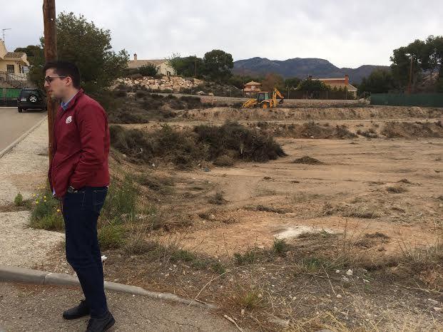 Limpian varias parcelas de propiedad municipal en la urbanización La Charca, Foto 8