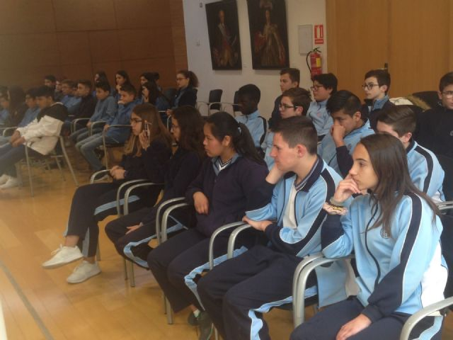 """Students of 2 ° of the ESO of the School """"La Milagrosa"""" present to the Councilor for Youth the project #Juvenocio 3.0, Foto 5"""