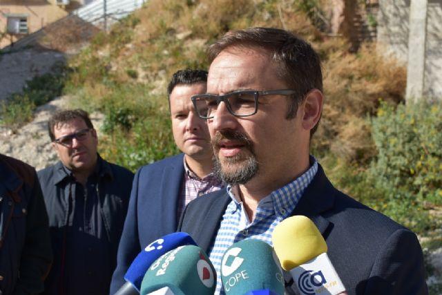 El PSOE exige la remodelación de la calle Portijico y el cierre urgente de un solar abandonado convertido en un quebradero de cabeza para los vecinos - 1, Foto 1