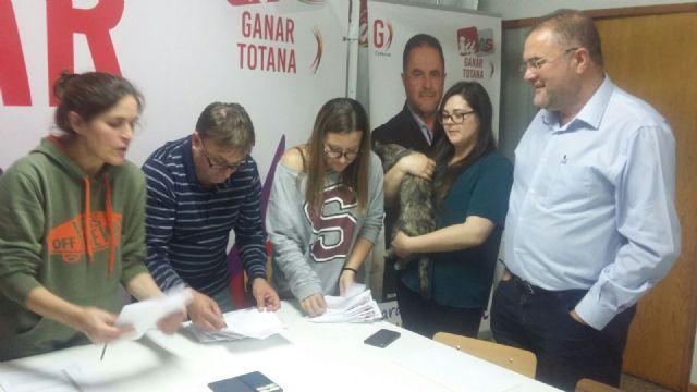 Militantes y simpatizantes de IU Totana acuerdan por mayor�a confluir con Podemos para las Elecciones Generales de 26j, Foto 1
