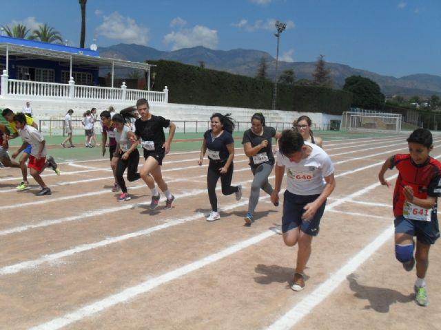 La fase local de atletismo de Deporte Escolar cont� con la participaci�n de 98 escolares, Foto 1