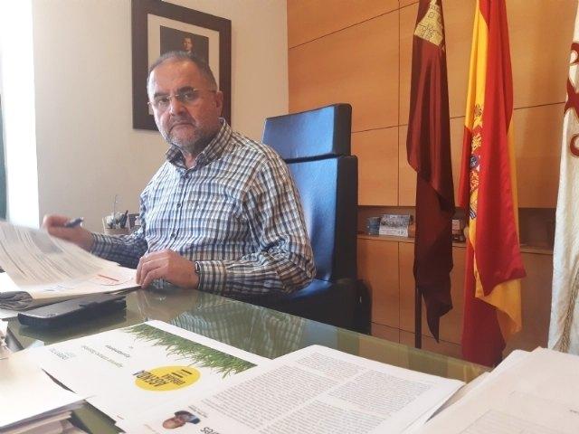 [El alcalde de Totana invita a la nueva consejera de Cultura a que conozca las bondades del yacimiento arqueológico de La Bastida