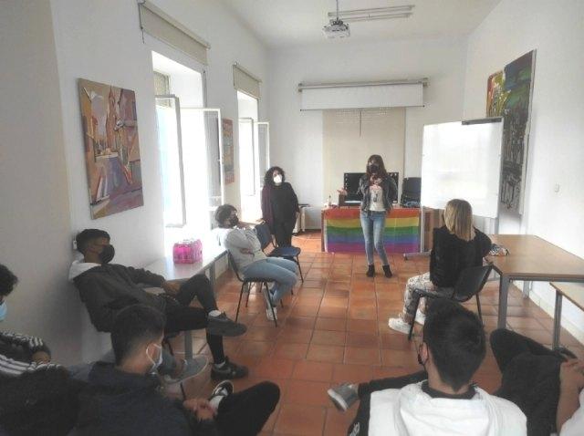 [Organizan el I Taller contra la Homofobia y la Transfobia con motivo del Día Internacional que se celebra el próximo 17 de mayo