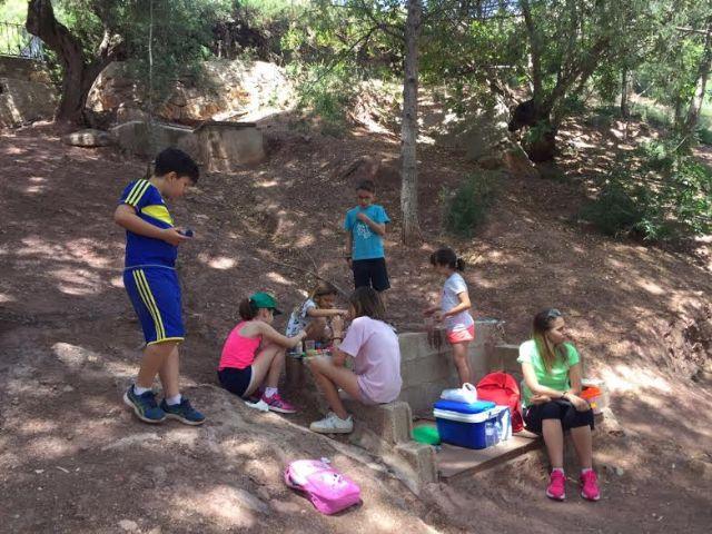 Unos 30 niños y niñas participan en las actividades medioambientales organizadas en el paraje de La Santa con motivo del D�a Mundial del Medio Ambiente, Foto 2