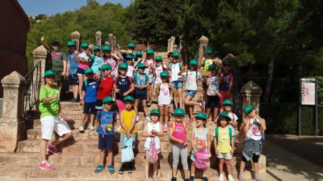 Unos 30 niños y niñas participan en las actividades medioambientales organizadas en el paraje de La Santa con motivo del D�a Mundial del Medio Ambiente, Foto 4
