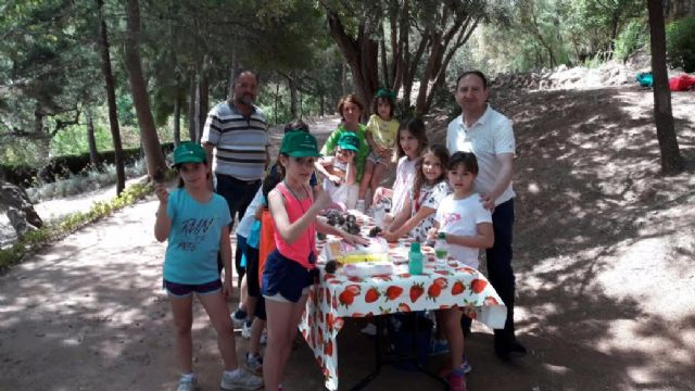 Unos 30 niños y niñas participan en las actividades medioambientales organizadas en el paraje de La Santa con motivo del D�a Mundial del Medio Ambiente, Foto 6
