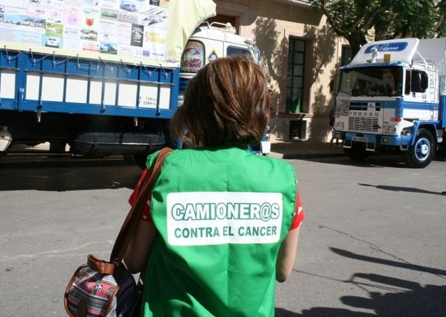 "They subsidize with 300 euros to the Spanish Association against Cancer for the project ""Truckers against Cancer"""