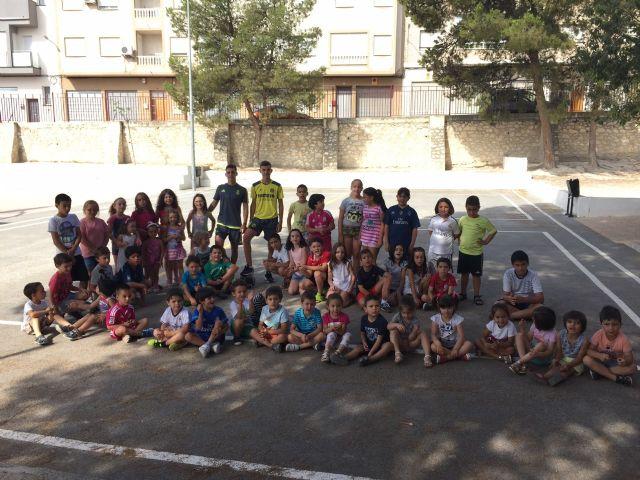 Alberto y Sergio Fernández García sorprenden con su visita a los niños y niñas de la Escuela de Verano de Moratalla. - 1, Foto 1