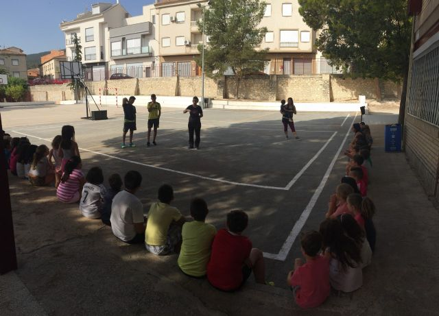 Alberto y Sergio Fernández García sorprenden con su visita a los niños y niñas de la Escuela de Verano de Moratalla. - 2, Foto 2