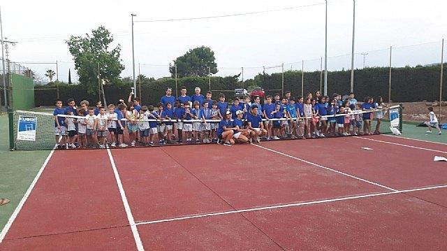 Finalizan las clases en la escuela de tenis Kuore del curso 2015-2016, Foto 1