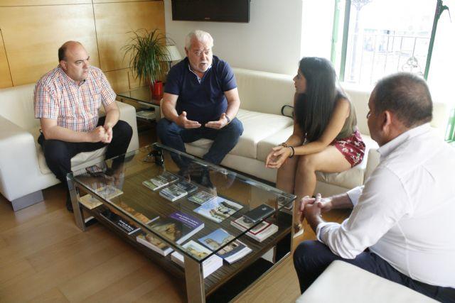 El alcalde y la concejal de Deportes se reúnen con miembros de la Junta Directiva del Olímpico de Totana, Foto 2