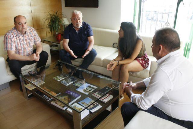 El alcalde y la concejal de Deportes se reúnen con miembros de la Junta Directiva del Olímpico de Totana, Foto 3