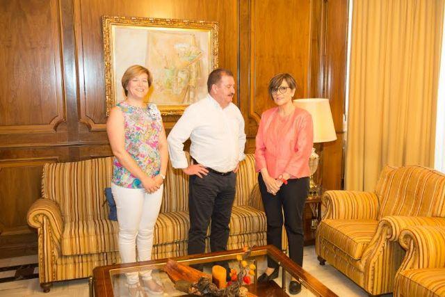 El alcalde se reúne con la presidenta de la Asamblea Regional para dar cuenta de los proyectos en los que trabaja esta administración local y sus retos más inmediatos, Foto 1