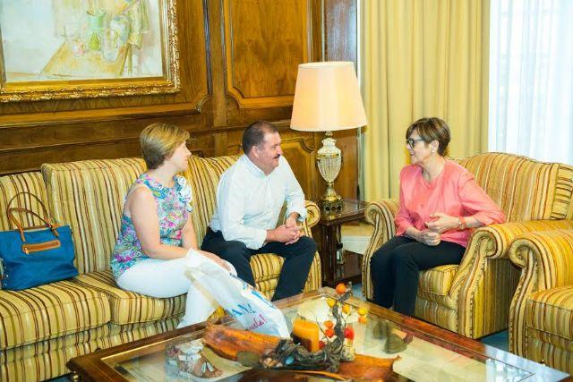 El alcalde se reúne con la presidenta de la Asamblea Regional para dar cuenta de los proyectos en los que trabaja esta administración local y sus retos más inmediatos, Foto 4