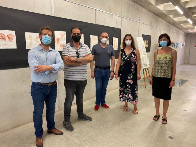 Alumnos del IES Luis Manzanares exponen en la Biblioteca de Torre Pacheco - 3, Foto 3