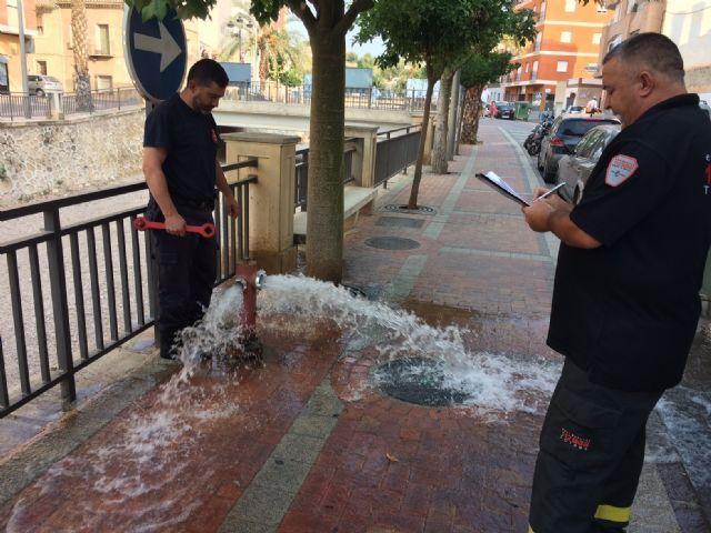 Protección Civil acomete trabajos de revisión técnica en más de 150 hidrantes distribuidos por el casco urbano y el polígono industrial