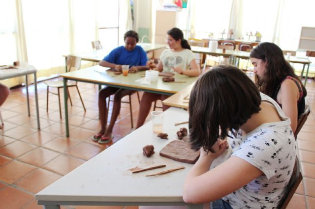 "A dozen young people have participated in the Workshop of Plastic Arts, Painting and Sculpture, organized in ""La Cárcel"" within the program ""Totana Verano"""