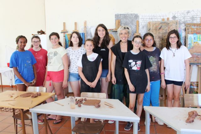 """A dozen young people have participated in the Workshop of Plastic Arts, Painting and Sculpture, organized in """"La Cárcel"""" within the program """"Totana Verano"""", Foto 2"""