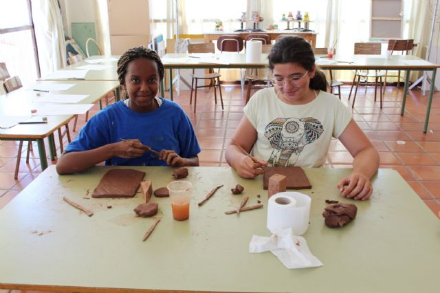 """A dozen young people have participated in the Workshop of Plastic Arts, Painting and Sculpture, organized in """"La Cárcel"""" within the program """"Totana Verano"""", Foto 6"""