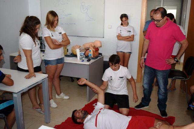 Cruz Roja sale a la calle para enseñar a los ciudadanos primeros auxilios y RCP, Foto 1