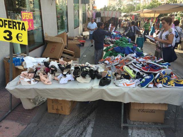 El mercadillo semanal se adelanta a la jornada del martes 11 de octubre por la festividad del Pilar, Día de la Fiesta Nacional, Foto 1