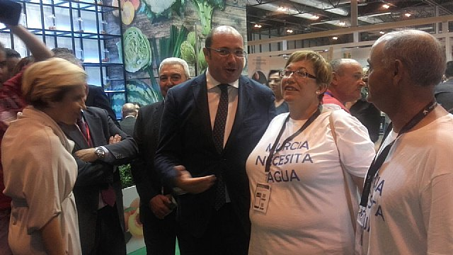 Water to Murcia at the opening of Fruit Attraction Reinvindican, Foto 2