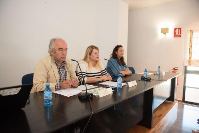 Más de 100 alumnos de la UMU analizan en Mazarrón las economías locales, Foto 1