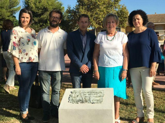 Placa conmemorativa Plantar un árbol en la plaza Ntra. Sra. de los Dolores, en Torre-Pacheco - 1, Foto 1