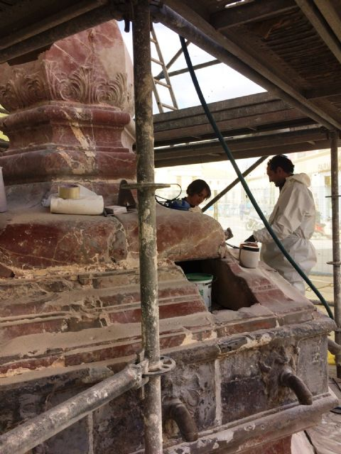 In a month approximately the restoration works of the emblematic Juan de Uzeta Fountain will be finished, Foto 5