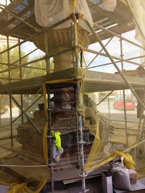 In a month approximately the restoration works of the emblematic Juan de Uzeta Fountain will be finished, Foto 8