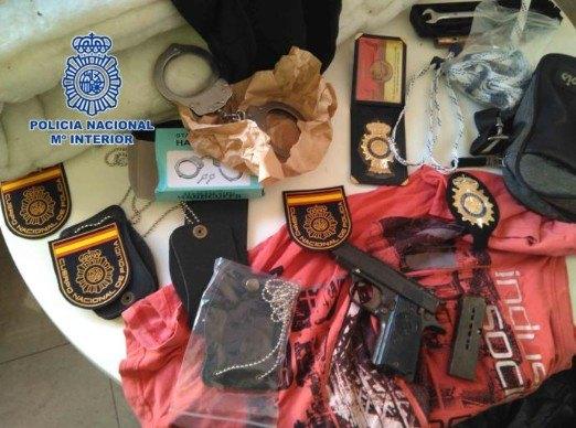 Cae una banda que asaltaba las viviendas de otros traficantes disfrazados de polic�as, Foto 1