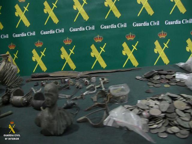La Guardia Civil desarticula una organización criminal de origen búlgaro dedicada al expolio y falsificación de material arqueológico - 1, Foto 1