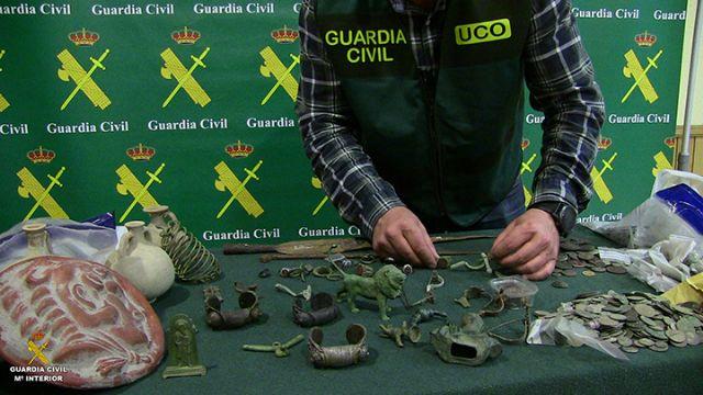 La Guardia Civil desarticula una organización criminal de origen búlgaro dedicada al expolio y falsificación de material arqueológico - 2, Foto 2