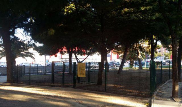 El Ayuntamiento crea una nueva zona de esparcimiento canino en el barrio de Santa María de Gracia - 1, Foto 1