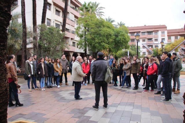 Alumnos de la UMU visitan Alhama para realizar un proyecto sobre el futuro balneario, Foto 1