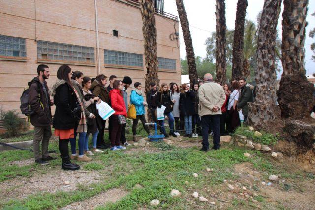 Alumnos de la UMU visitan Alhama para realizar un proyecto sobre el futuro balneario, Foto 6
