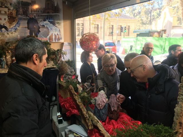 Maruja Pelegrín asiste a la inauguración de la XXXIII Muestra Artesana de Navidad - 1, Foto 1