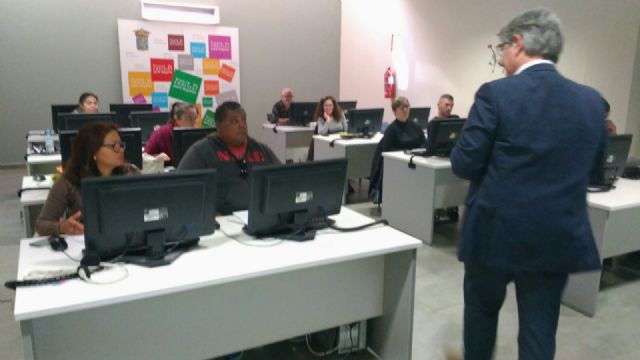 The formative actions of computer science and personal, social and labor competences are started with the participation of 64 unemployed people - 2