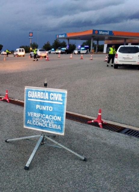 La Guardia Civil ha desplegado un amplio dispositivo de verificación de alcoholemia y droga durante las fiestas patronales de San Javier - 1, Foto 1